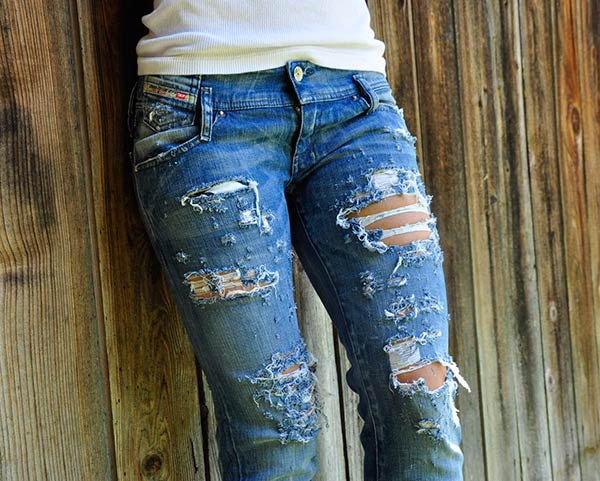 DIY Distressed Ripped Jeans | Zuzka Light