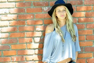 Zuzka_fashion_hat_featured