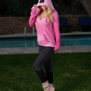 pinkhoody-and-uggs_outfit