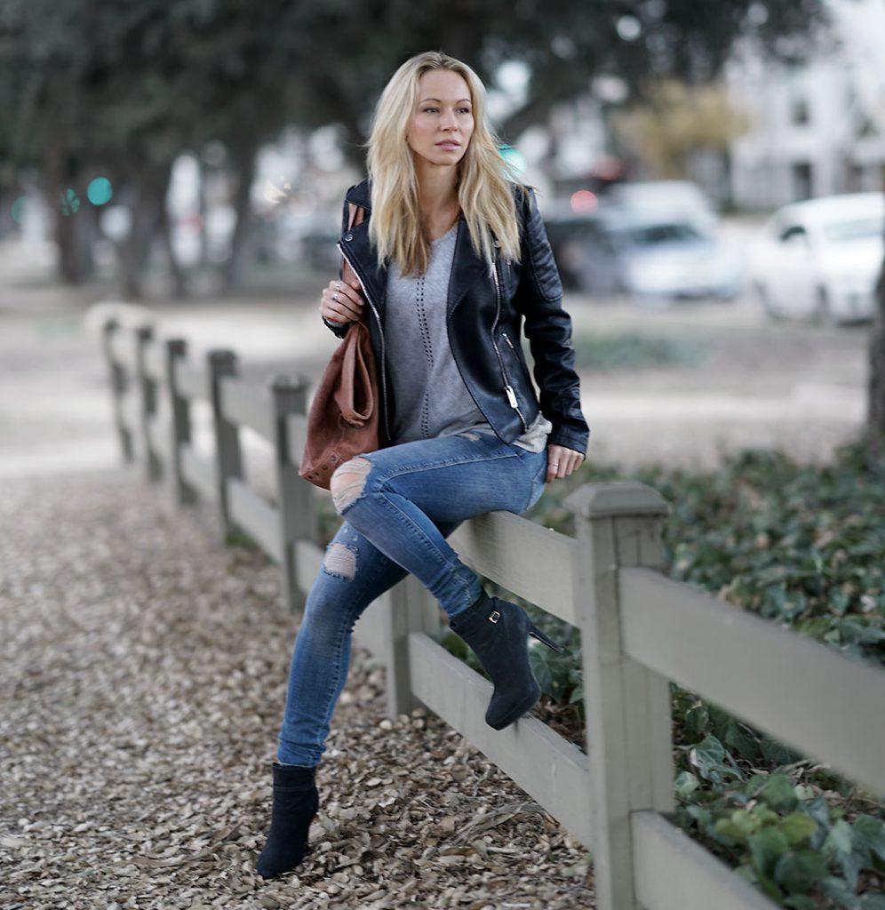 blackjacket-greysweater-jeans