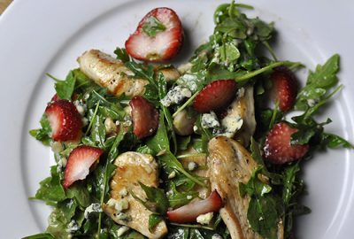 Sauteed_Chicken_with_Arugula_Strawberries_Blue_Cheese_and_Sherry_Dressing-F